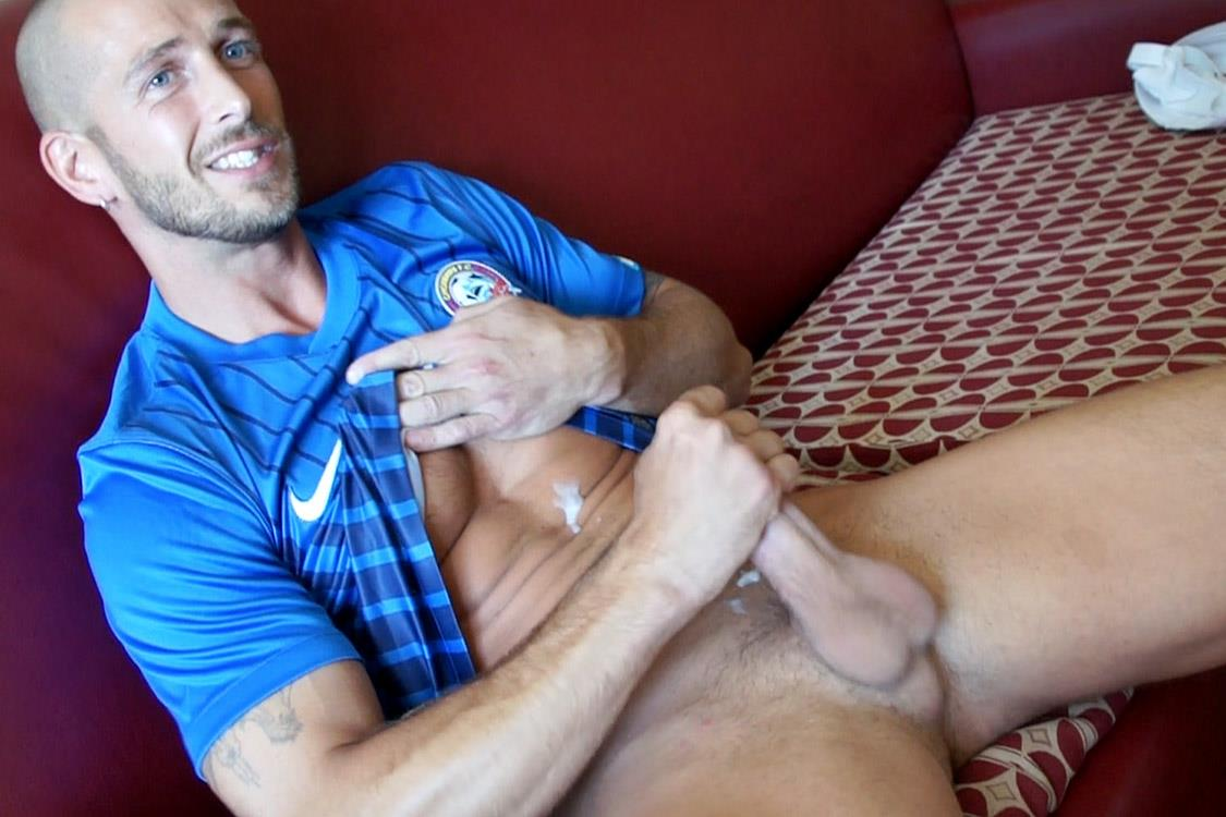 Bentley-Race-Mark-Green-Sexy-Jock-Jerking-His-Thick-Cock-Amateur-Gay-Porn-24 Sexy Amateur Straight Soccer Player from Indiana Strokes His Thick Cock